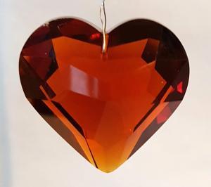 Hjärta 45 mm bärnsten fasettslipat glas köp hos Plantanica