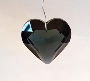 Hjärta 45 mm svart fasettslipat glas köp hos Plantanica